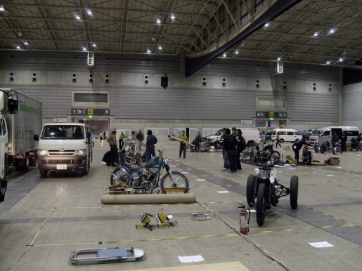 Preparation of Mooneyes Hot Rod Custom Show Yokohama.